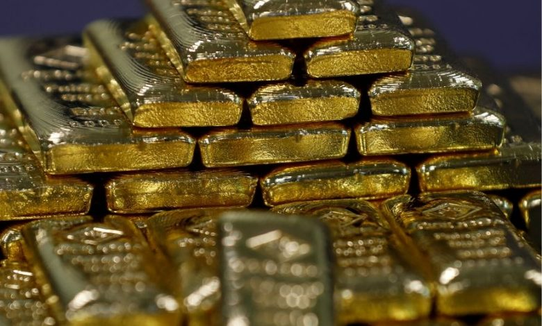 1586429874 Gold Rises Slightly as Dollar Shows Signs of Weakness Amid 780x470 1 - Goldman Sachs повысил прогноз по золоту до 2000$
