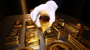 15aranyRTS e1585303347762 300x169 - Gold bars and coins are stacked in the safe deposit boxes room of the Pro Aurum gold house in Munich