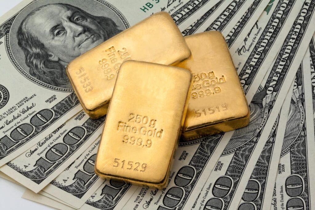 zoloto dollar 1024x683 - За 100 лет доллар США обесценился к золоту на 99%